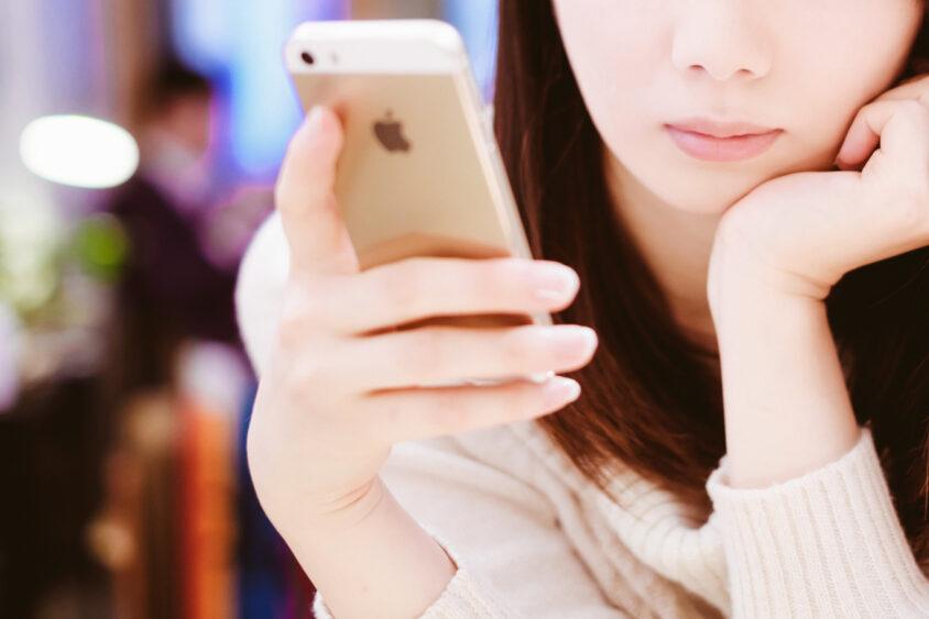 iPhoneのSafariでツールバーを常に非表示にする方法を解説!のサムネイル画像